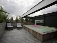 Aménagement pour piscine sur terrasse en bois