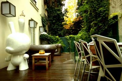 Aménagement terrasse avec mobilier design et contemporain