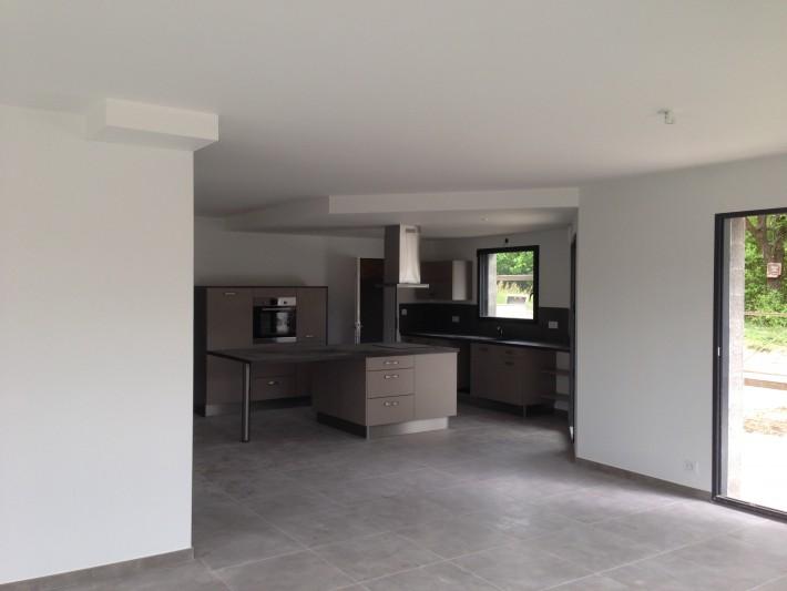 construction int rieur maison neuve am nager une cuisine comptemporaine id. Black Bedroom Furniture Sets. Home Design Ideas