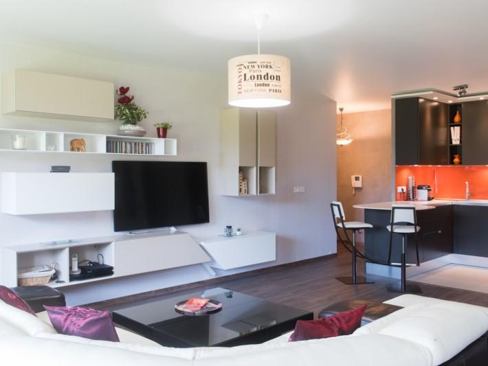 cuisine en u ouverte sur un grand salon ameublement salon et am nagement d 39 une cuisine ouverte. Black Bedroom Furniture Sets. Home Design Ideas