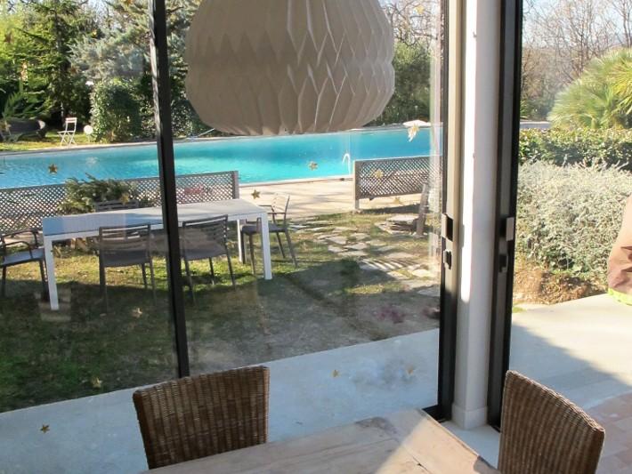 Extension de villa - Baie vitrée coulissante sur galandage : Idéesmaison.com