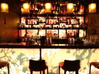 Bar asiatique et chaleureux à l'hôtel Buddha