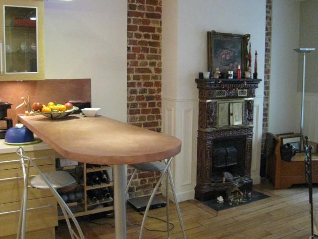 Bar dans une cuisine cette petite maison se trouve dans for Cuisine qui ne ressemble pas a une cuisine