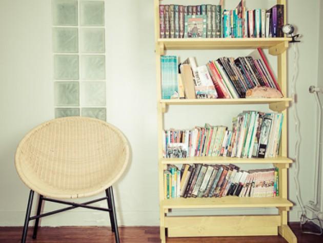 Bibliothèque et fauteuil vintage