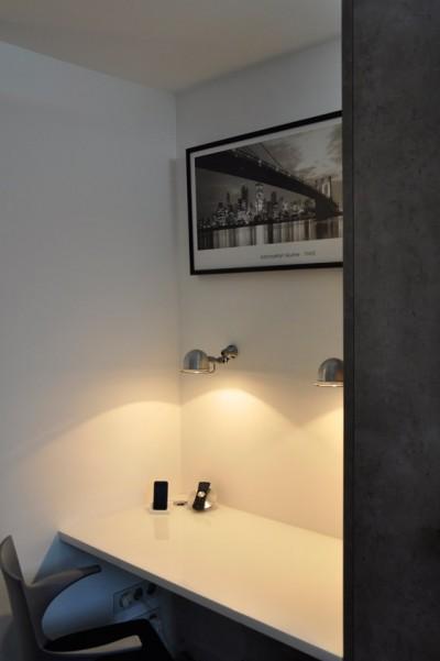 Bureau avec appliques murales