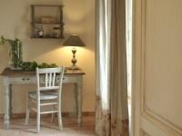 Bureau en bois peint en blanc