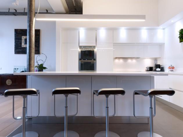 CUISINE DESIGN SUR MESURE SKCONCEPTPARIS CUISINE DESIGN LAQUE - La cuisine dans le bain