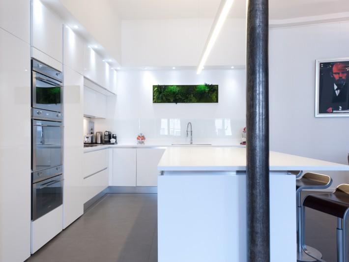 CUISINE DESIGN LAQUE BLANC BRILLANT AVEC ILÔT   SK CONCEPT La Cuisine Dans  Le Bain