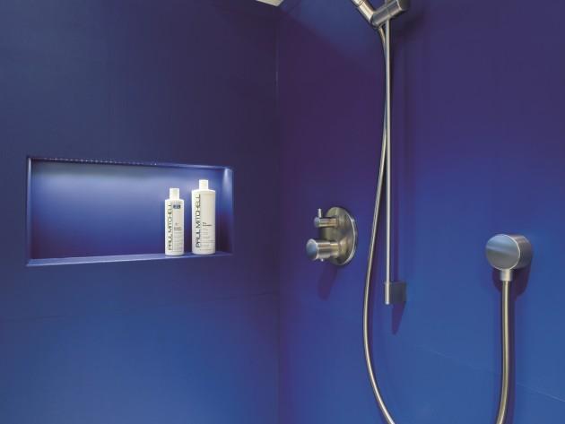 Cabine de douche blanche et bleue électrique avec rangement encastré
