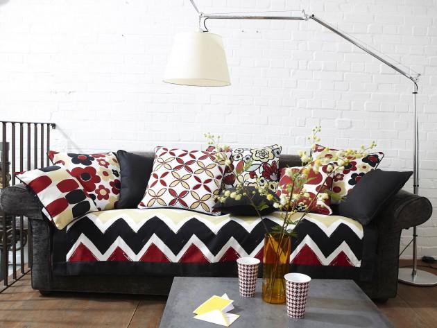 Canapé aux motifs colorés