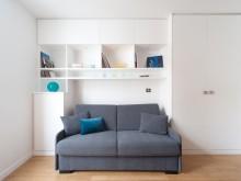 Canapé convertible et bibliothèque