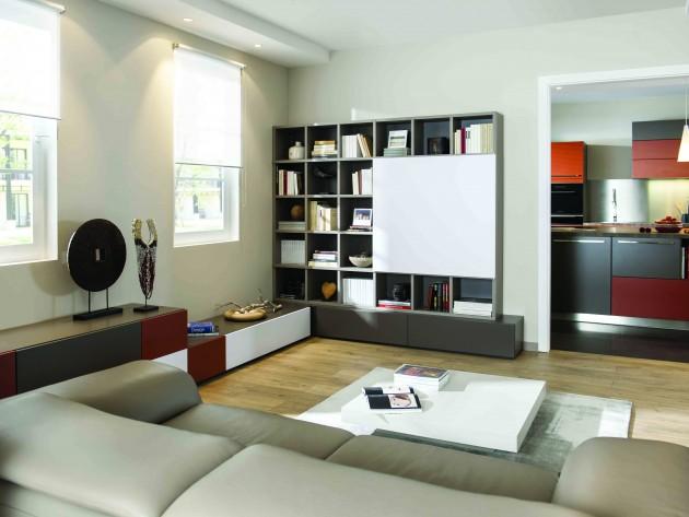 Canapé en cuir face a un meuble télé