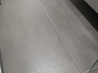 Carrelage grand format au sol
