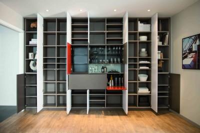 Cases de rangement dans meuble moderne