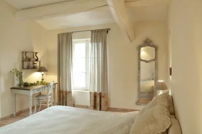 Chambre à coucher avec poutres apparentes