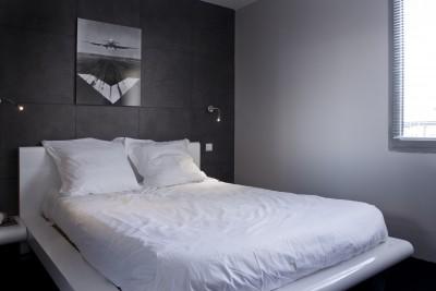 D coration appartement moderne r novation parisienne for Voir chambre a coucher