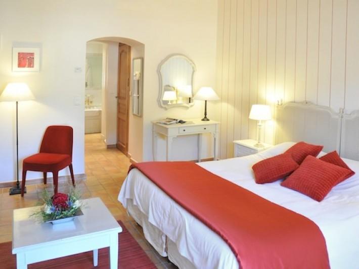 Chambre à la décoration classique et authentique