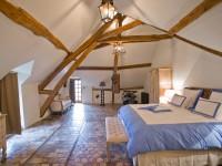 Chambre avec sol en pierre naturelle de tailles différentes