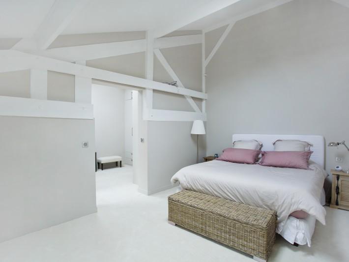Aménagement chambre et salle de bain - Ouest Home - Chambre blanche ...