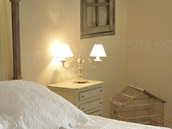 Chambre classique à la décoration provençale