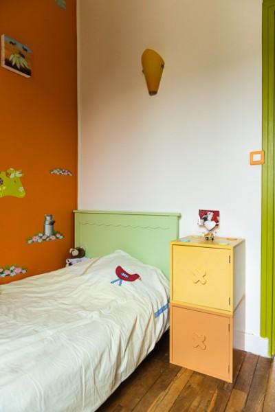 Chambre d'enfant aux couleurs acidulées et pasteles