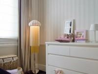 Chambre d'enfant classique et lumineuse