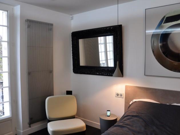 Chambre des invités avec mobilier design