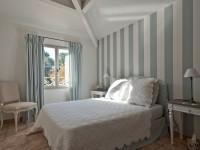 Chambre des invités décoration bleu et blanc