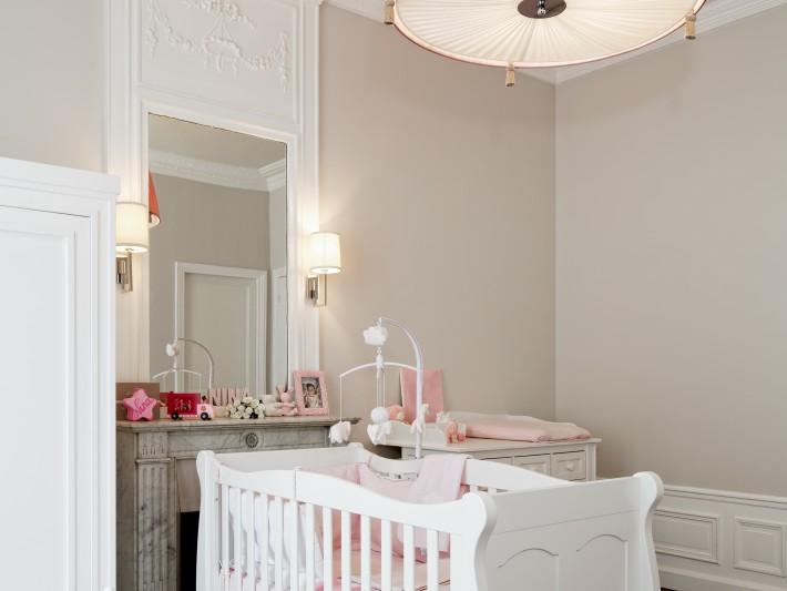 Chambre enfant en camaïeux beige et rosé