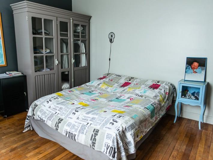 Chambre parentale avec vue sur le lit et le dressing
