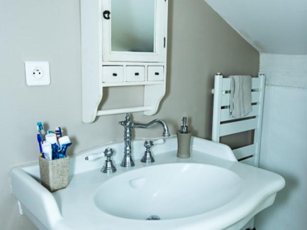 am nagement combles les z ateliers de la d coration coin lavabo am nag dans ces combles. Black Bedroom Furniture Sets. Home Design Ideas