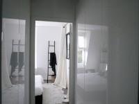 Couloir aménagé en dressing