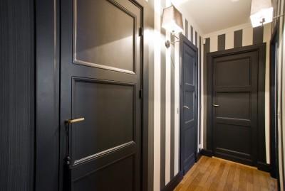 Couloir menant aux chambres et salles de bains