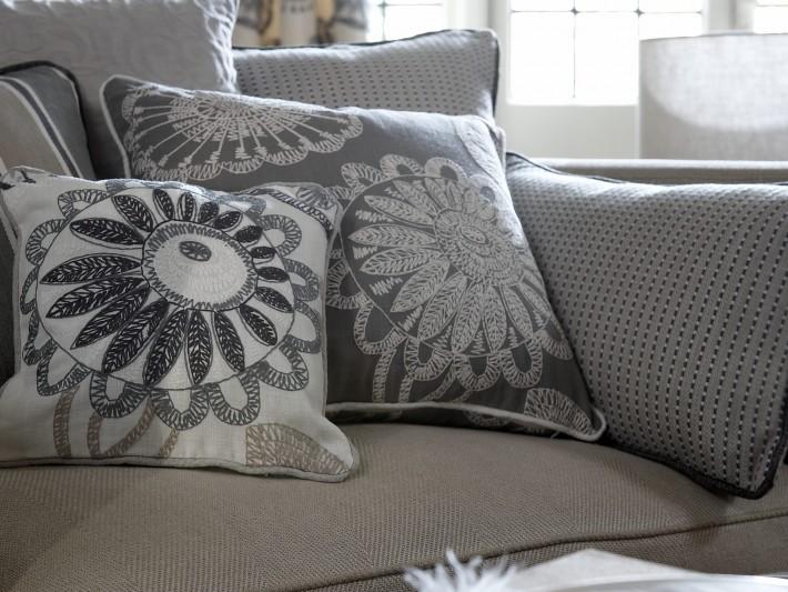 Coussins décoratifs sur canapé