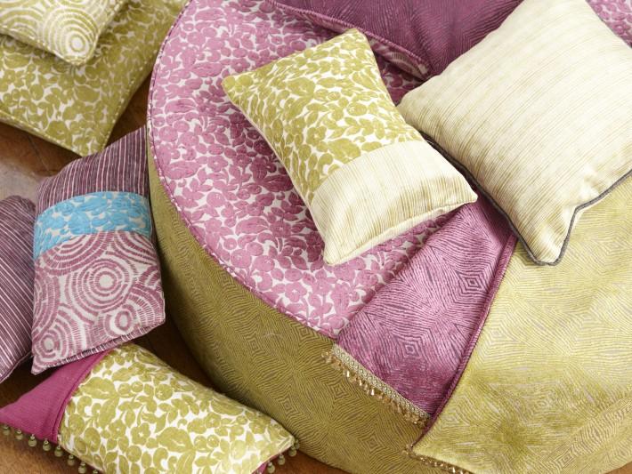 Coussins et plaids en tissu chenille