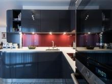 Une cuisine en L design et compacte