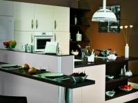 Cuisine avec nombreux espace de rangement fonctionnel