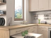 Cuisine avec plan de travail en bois et tiroir-table