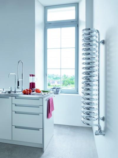 Cuisine blanche avec radiateur spiral design