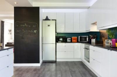 Photos sur le th me pan de mur en tableau noir id - Cuisine sur un pan de mur ...