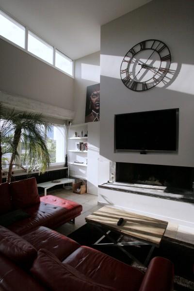 Décoration mural avec télévision et cheminée