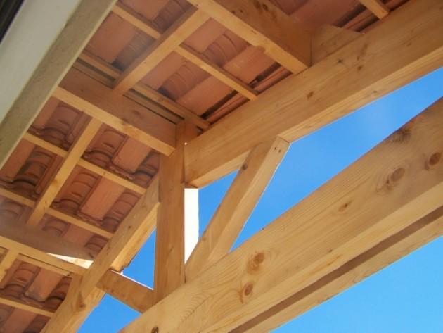 Détail avancée toiture au Sud