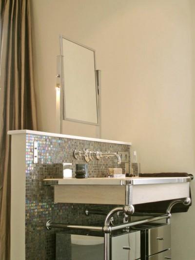Robinet Mural Lavabo Salle De Bain : Voir la photo : Détails lavabos avec mosaïques en platine