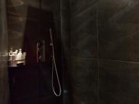 Douche à l'italienne avec carrelage mural