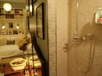 Douche de chambre avec carrelage mosaïque