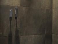 Douche italienne avec carreaux de carrelage gris anthracite