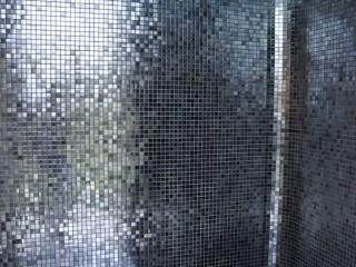 Douche italienne avec mosaïque noire et argentée