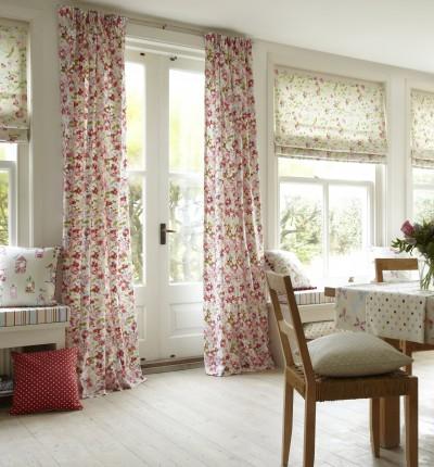 Ensemble rideaux, coussins et tissus