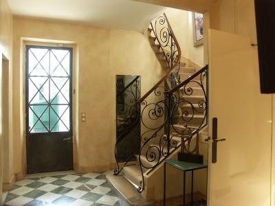 Entrée et montée d'escalier