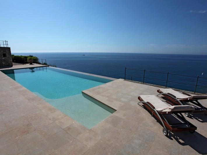Escalier banquette piscine